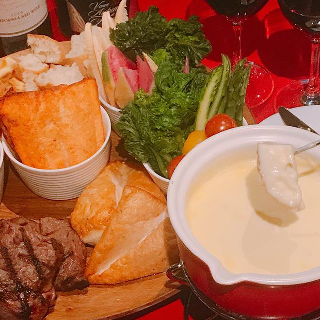 チーズフォンデュ女子会プラン 希少牛赤身肉牛ザブトンと国産鶏むね肉が付いてスパークリングワインも飲み放題! 4,980円⇒4,500円(税込)